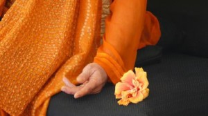 Da Hand w flower much orange
